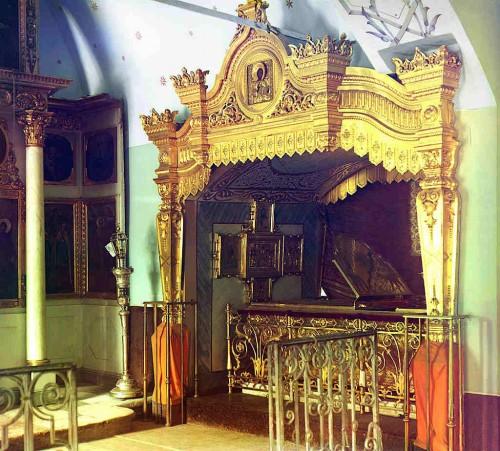 Relicario (urna) de la santa anterior a la Revolución Bolchevique.
