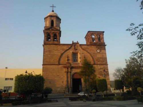 Fachada de la parroquia de San Juan Bautista de Mexicaltzingo, México, donde se venera la imagen.