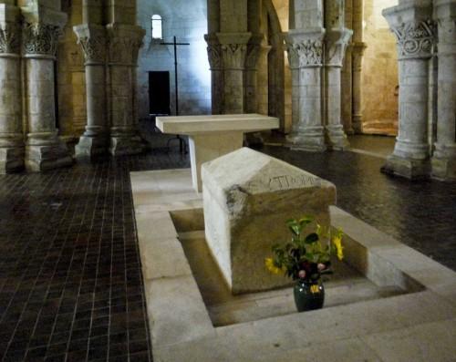 Sarcófago del santo en su basílica en Saintes (Francia).