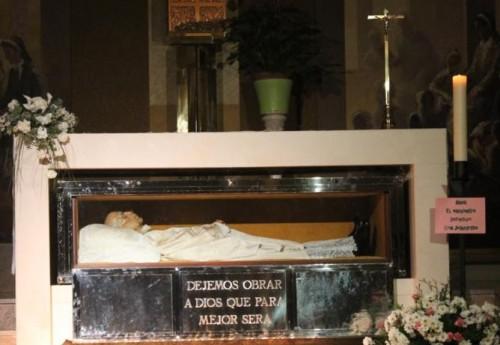 Urna-relicario del Beato, destapada, en Getafe, Madrid (España).