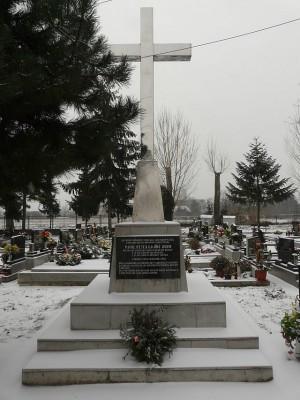Monumento en el cementerio de Leopoldov en memoria de los beatos Pedro Pablo Gojdic y Dominick Metodio Trcka.