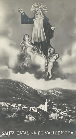 Estampa devocional con la imagen de la Santa y una panorámica de Valldemossa, Mallorca, su tierra natal.