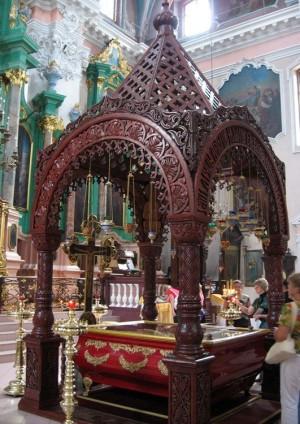 Urna con las reliquias de los Santos.
