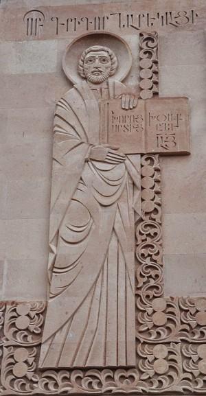 Relieve del santo en la fachada de la catedral moscovita de la Santa Cruz.
