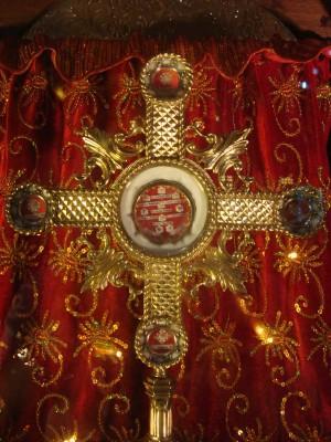 Cruz-relicario con reliquias de San Vidal (arriba), Valeria (abajo), Gervasio (izqda.) y Protasio (dcha.) Iglesia de San Vidal, Cebú (Filipinas).