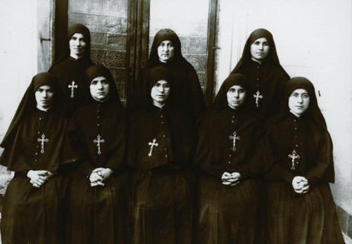 La Beata Esperanza con las primeras siete Esclavas del Amor Misericordioso.