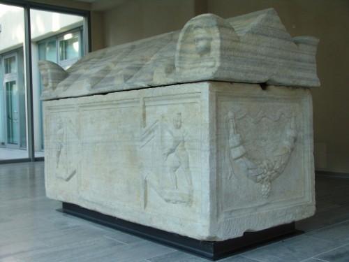 Sarcófago mencionado en el artículo y que se encuentra en Vicenza (Italia).