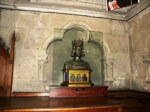 Busto relicario en la catedral de Notre Dame de París (Francia).