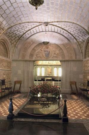 Tumba del Beato Álvaro en la cripta de la iglesia prelaticia.