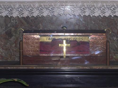 Reliquias de los santos en la Basílica Ambrosiana de Milán (Italia).