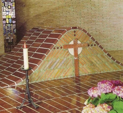 Tumba de la Beata en la cripta del santuario.