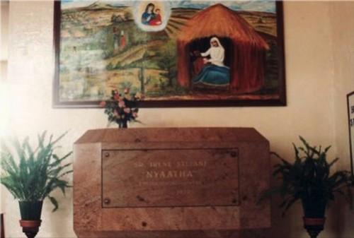 Tumba actual de la beata en la iglesia de la Consolata en Nyeri-Mathari (Kenia).