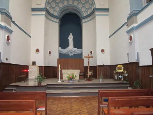 Urna con las reliquias de la Santa en la iglesia.