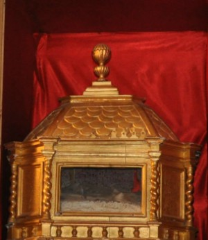 Urna con las reliquias de la Santa. Iglesia de San Julián de Davayat, Francia.