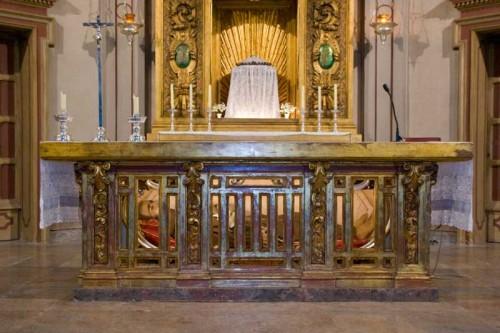 Urna del Beato en la iglesia de San Jaime de Riudoms, España.
