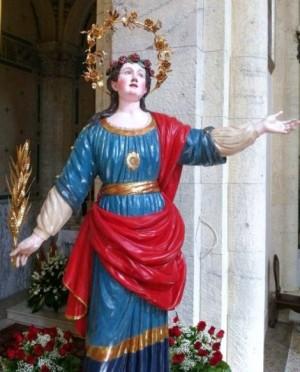 Imagen procesional de la Santa en Sora (Italia), que lleva una reliquia en el pecho.