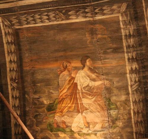 La Santa y su nodriza cruzan el mar sobre su manto. Pintura en el artesonado del techo de la capilla de la Santa en Pontivy, Francia.
