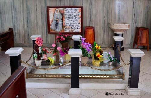 Anterior sepultura de la beata en Baependi.