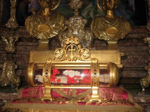 Reliquias de los Santos en su iglesia de Roma, Italia.