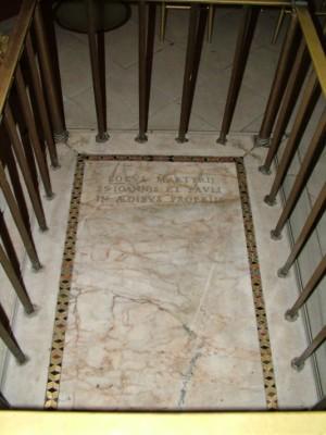 Lápida que indica el lugar del martirio.