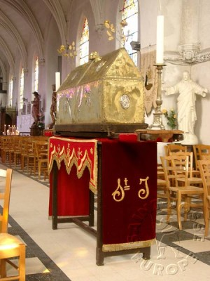 Urna del santo en Saint-Josse-sur-Mer (Francia).