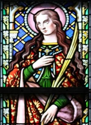 Detalle de la Santa en una vidriera de la catedral de Bruselas, Bélgica. Fotografía: Barryra.