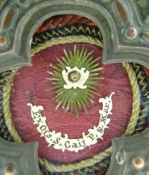 Detalle de una reliquia ex-ossibus de San Cayo, Papa.