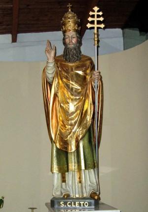 Estatua de San Cleto en su iglesia de Roma, Italia.