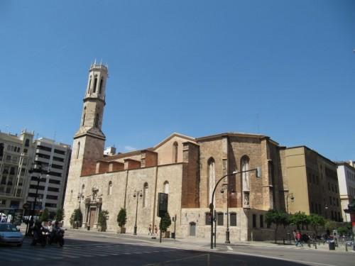 Vista de la iglesia de San Agustín y Santa Catalina, Valencia, España.