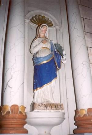 Uno de los escasos ejemplos donde la Santa no aparece como cefalófora. Iglesia de la Santa en Questembert, Francia. Fuente: www.heiligen-3s.nl