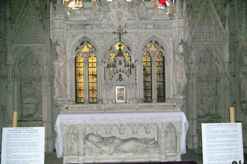 Sepulcro del santo en su iglesia de Limoges (Francia).