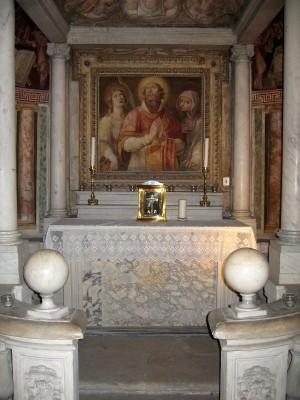 Altar con las reliquias de Santa Felicidad. Cripta de la basílica de Santa Susana, Roma (Italia).