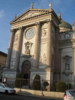 Fachada de la Basílica de María Auxiliadora en Turín.