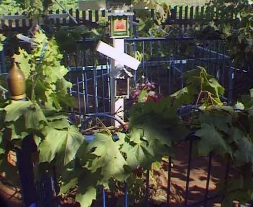 Tumba del santo en el cementerio de Orlov.