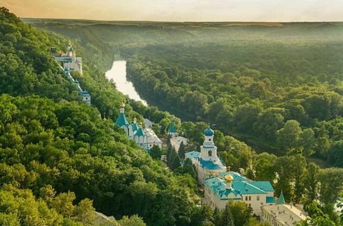 VIsta del monasterio Svyatogorsky.