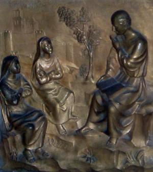 El Santo convierte e instruye a sus dos discípulas, las Santas Juliana y Semproniana. Relieve en la arqueta de las Santas.