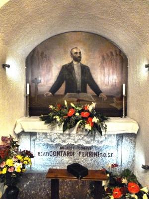 Tumba del beato en la Universidad del Sagrado corazón en Milán.
