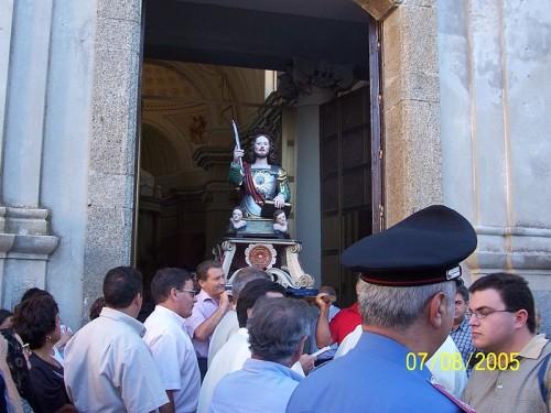 Procesión con el busto-relicario de San Félix en Montepaone, Italia.