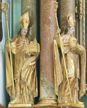 San Ruperto con el vaso de sal y San Virgilio con la maqueta de la catedral. Catedral de Salzburgo, entrada. Alemania.