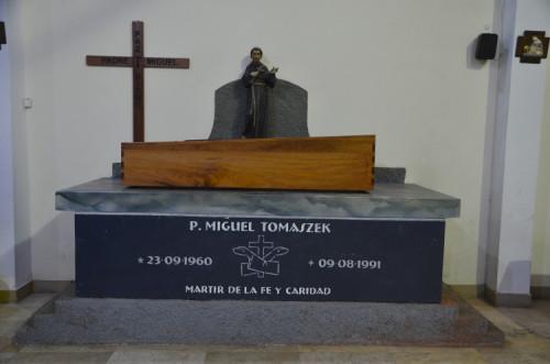 Sepulcro del beato Miguel Tomaszek en Pariacoto (Perú).