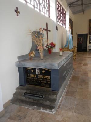 Sepulcro del beato Zbigniew Adán Strzalkowski en Pariacoto (Perú).
