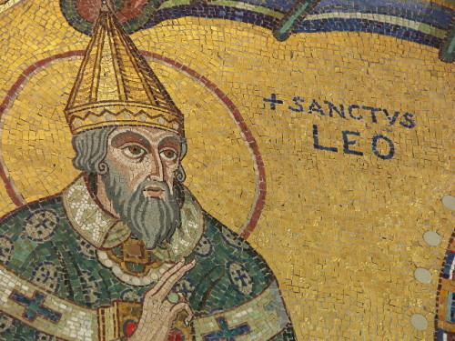 Detalle del Santo en un mosaico moderno de Mont-Sainte-Odile, Alsacia.
