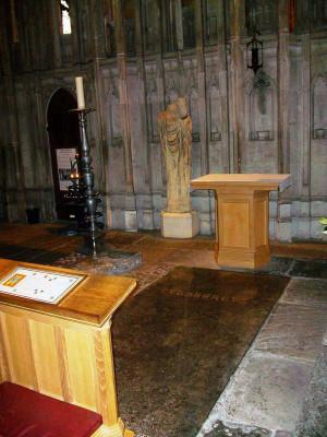 Sepultura del santo en la catedral de Durham, Inglaterra.