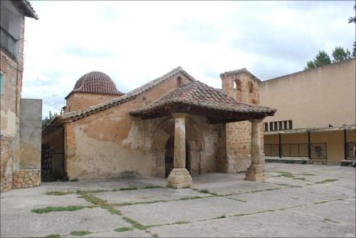 Vista de la fachada de la ermita.