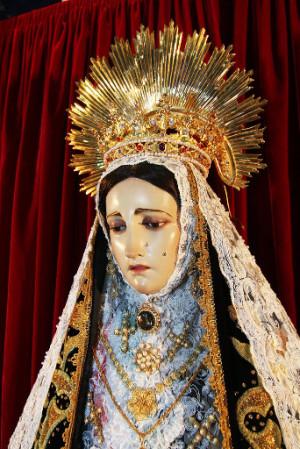 Detalle del busto de la Virgen de la Soledad venerada en Acapulco, México.