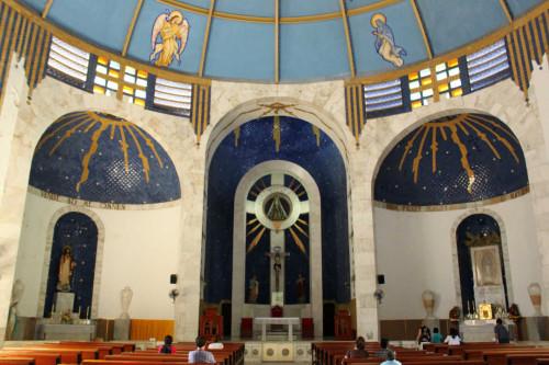 Altar Mayor donde alberga el Nicho de la Virgen.