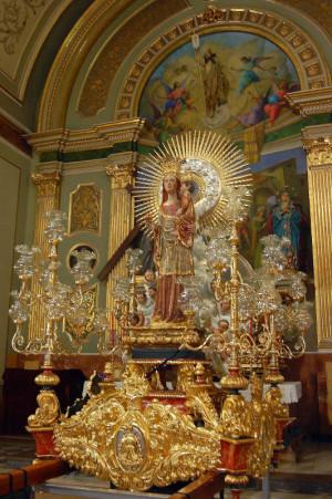 Vista de la imagen en su anda procesional.