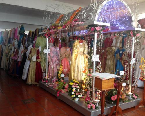 Vista del vestuario de la imagen procesional de la Santa. Xico, México.
