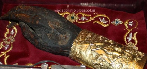 Detalle de la mano incorrupta del Santo. Fuente: makisgonimo@blogspot.gr