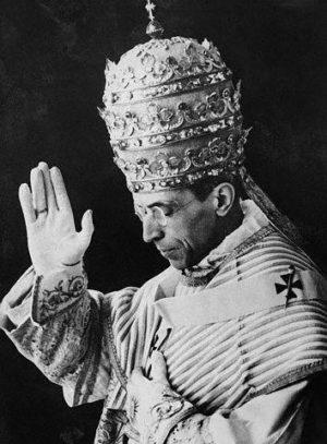 Fotografía del papa Pío XII tras su coronación.